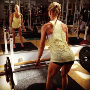 schwabbelige oberarme trainieren