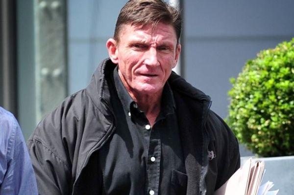 60-Jähriger-Bodybuilder-für-so-viele-Steroide-hoch-genommen,-dass-die-Polizei-gar-nicht alle-zählen-kann-3