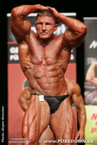 60-Jähriger-Bodybuilder-für-so-viele-Steroide-hoch-genommen,-dass-die-Polizei-gar-nicht alle-zählen-kann
