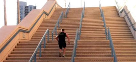 5-tipps-fuer-das-training-unterwegs-treppen