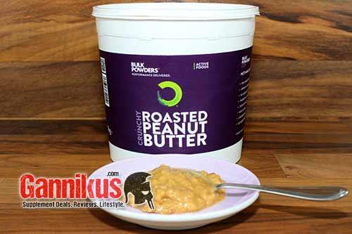 Geschmacklich gibt es an der Bulk Powders Roasted Peanut Butter (crunchy) nichts auszusetzen.