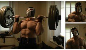 maskierter-bodybuilder-curlt-155kg