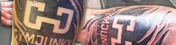 absolute-lebenseinstellung-fan-laesst-sich-gymjunky-tattoo-stechen
