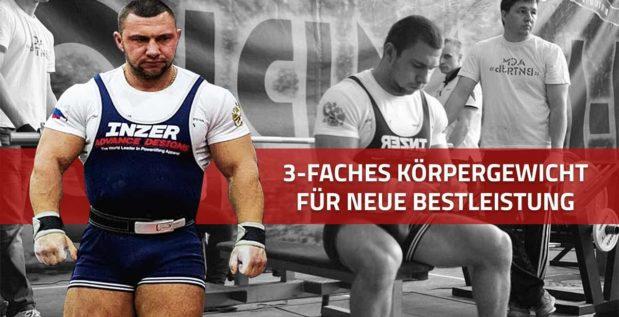 TITELBILD: Andrey Sapozhonkov drückt 3-faches Körpergewicht für neuen Weltrekord im Bankdrücken