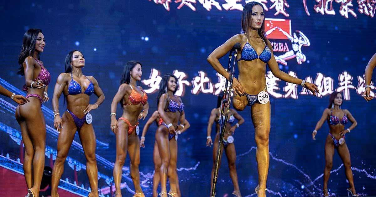 Bild: Einbeinige Bodybuilderin Yuna Gui auf der Wettkampfbühne